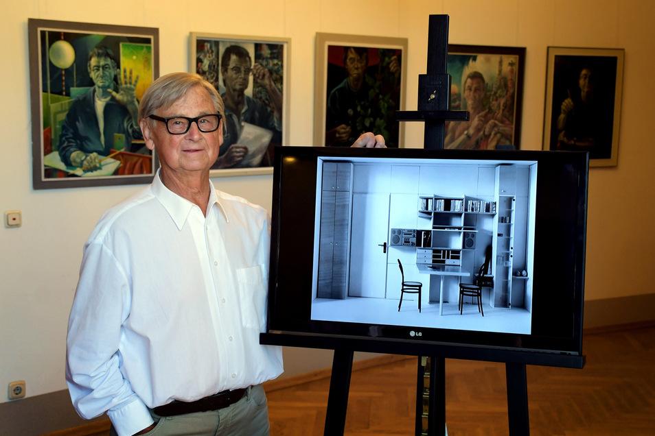 Rudolf Horn mit einem seiner Möbelentwürfe. Vor einigen Tagen wurde der Designer 90.