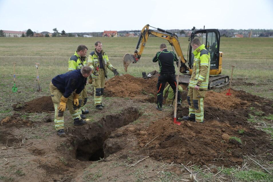 Die Feuerwehr musste tief graben, um zu Dackel Bruno zu gelangen.