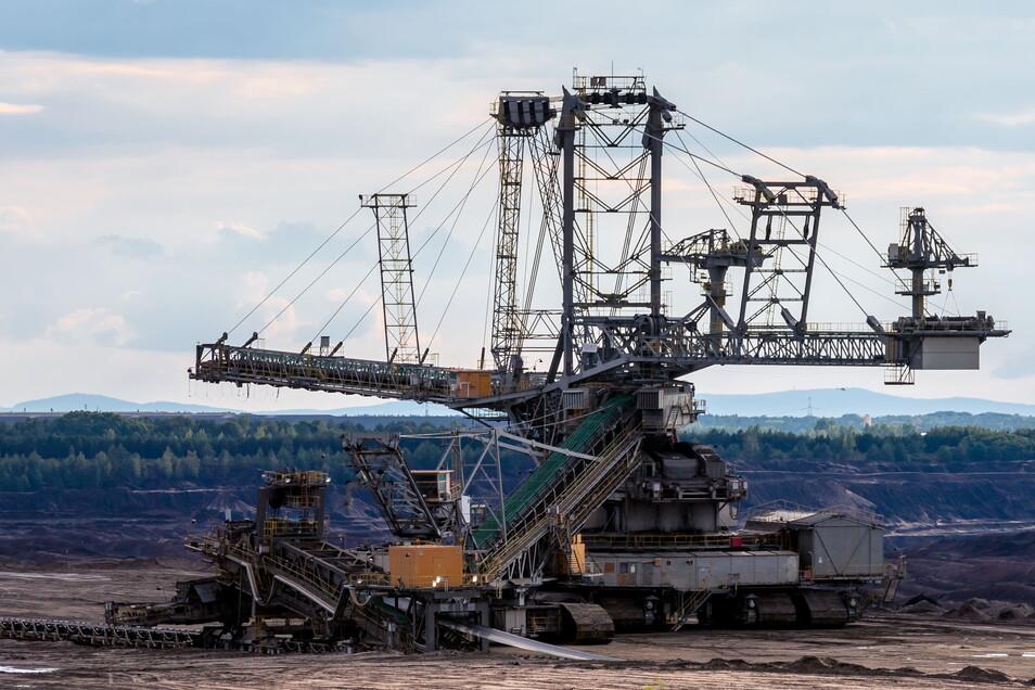 Noch beißen sich die stählernen Riesen durch den Braunkohletagebau Nochten - doch in spätestens 17 Jahren ist dieses Kapitel der Stromerzeugung Geschichte.