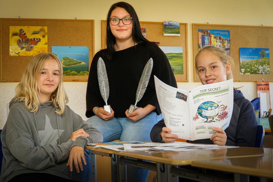 Paula Zeckel, Kim Ertel und Helena Siebold (v.l.) gehören zur Redaktion der Schülerzeitung der Sohlander Oberschule. In Top Secret behandeln sie alle möglichen Themen - von der langen Schlange an der Essensausgabe bis zur globalen Politik.