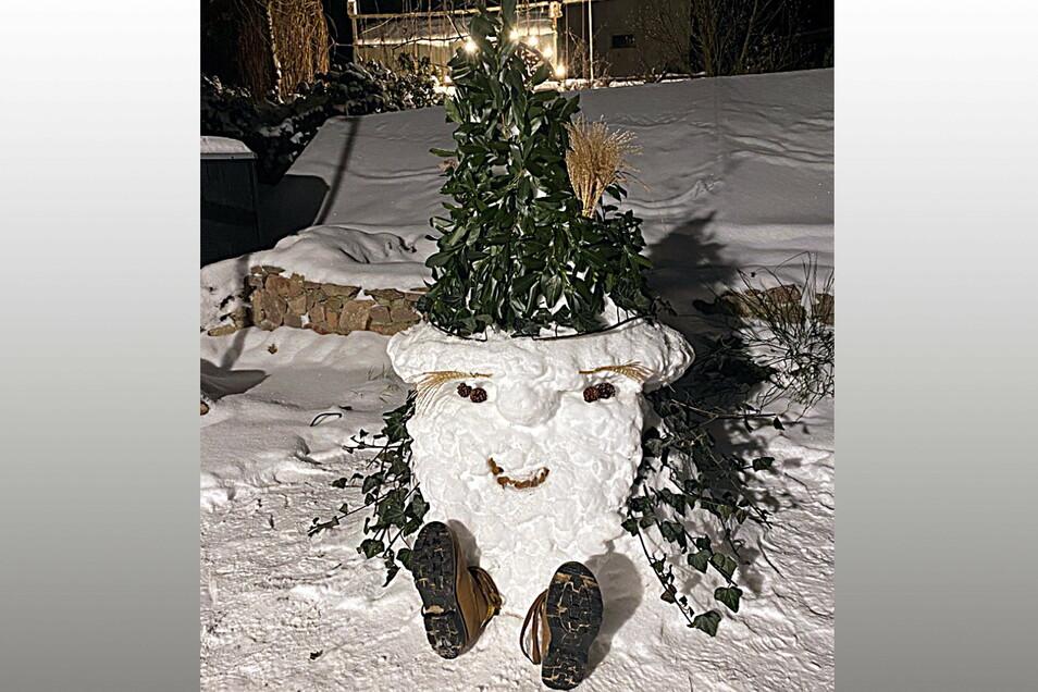Das ist Karl, der Schneewichtel von Theo, der ein Jahr und fünf Monate alt ist.