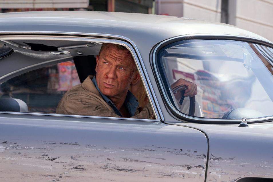 """Wer will mich denn da schreddern? Zum 25. Mal kommt James Bond ins Kino, zum letzten Mal mit Daniel Craig in der Hauptrolle. Zum Thema """"Wird der neue 007 eine Frau?"""" sagt der Brite: Bloß nicht!"""