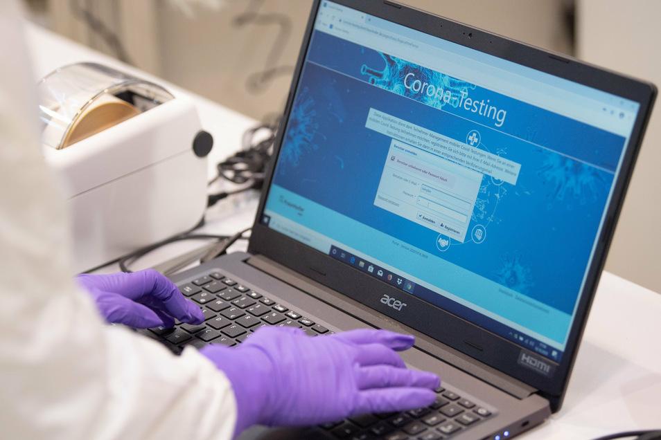 .Das mobile Labor soll es ermöglichen, mit einem neuen SARS-CoV-2-Testverfahren Infektionen schnell und effektiv nachzuweisen.