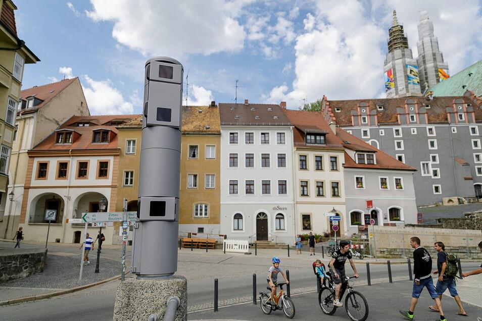 Helfer der Polizei: Die Videokameras an der Altstadtbrücke in Görlitz. Solche soll es bald auch in Zittau geben. Aber es gibt auch kritische Stimmen.