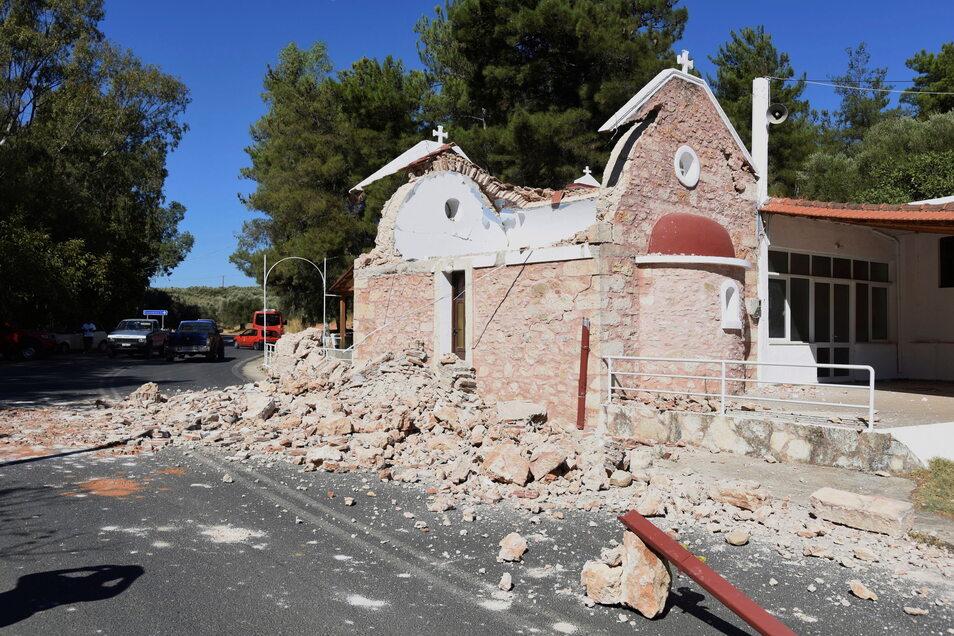 Vor zwei Wochen wurde diese Kapelle im Dorf Arkalochori im Süden der Insel Kreta bei einem Erdbeben beschädigt. Jetzt gab es wieder ein Beben.