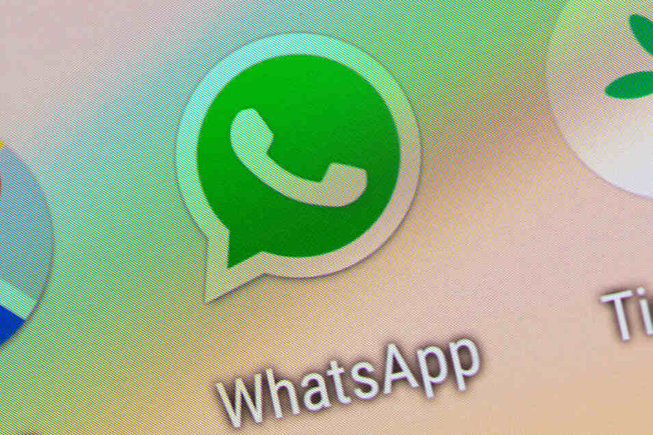 Bisher konnte man bei Whatsapp Nachrichten an bis zu fünf Personen gleichzeitig weiterleiten. Jetzt müssen Nachrichten an jeden Chat einzeln verschickt werden.