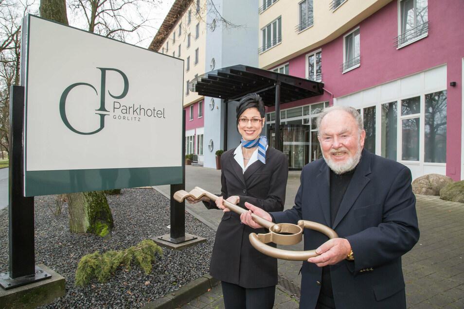 Im Winter übernahm der Dr. Rolf Lohbeck, dem auch die Görlitzer Brauerei gehört, das Parkhotel in Görlitz.