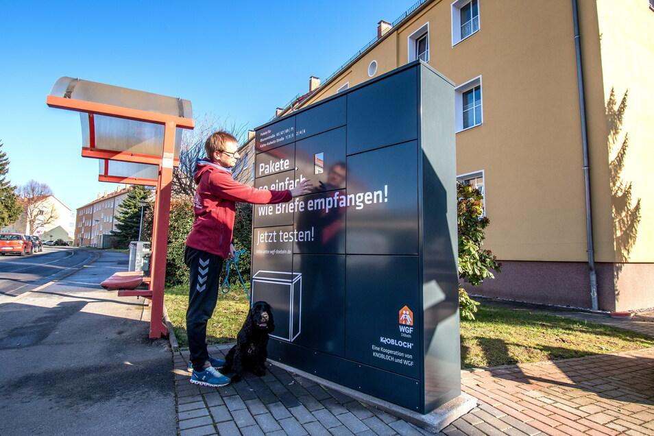 Am Haus Blumenstraße 71 steht die neue Paketfachstation der Wohnungsgenossenschaft Fortschritt.