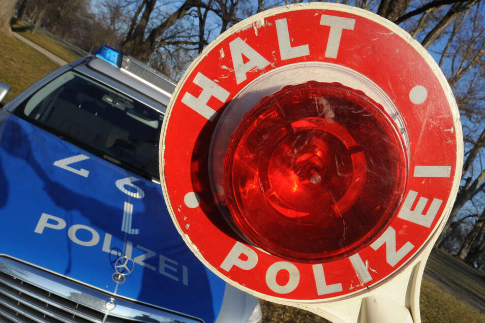 Auf der A 4 hat die Polizei Kleintransporter kontrolliert. Viele waren überladen.