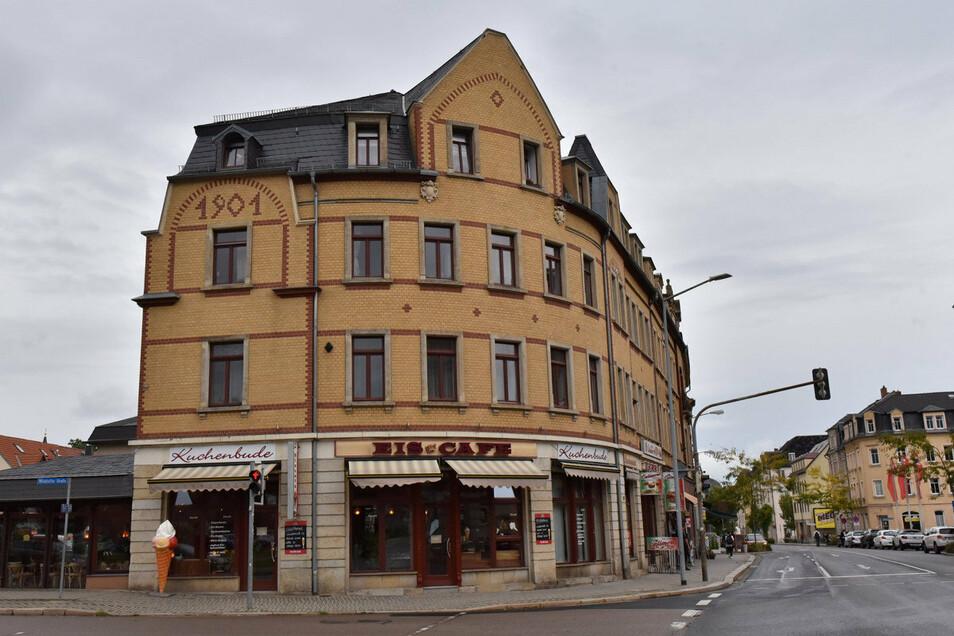 Dieses Eckhaus aus der Gründerzeit in Freital-Potschappel ist ein traditionsreicher Café-Standort.