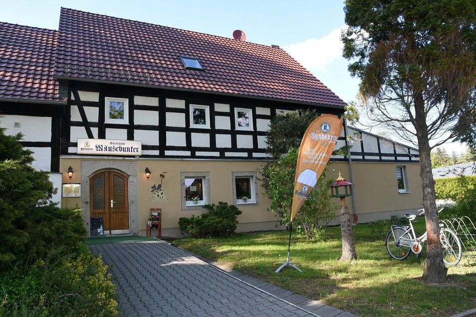 """Eines der ältesten Häuser Niederreichenbachs: Die heutige Gaststätte """"Mäusebunker""""."""