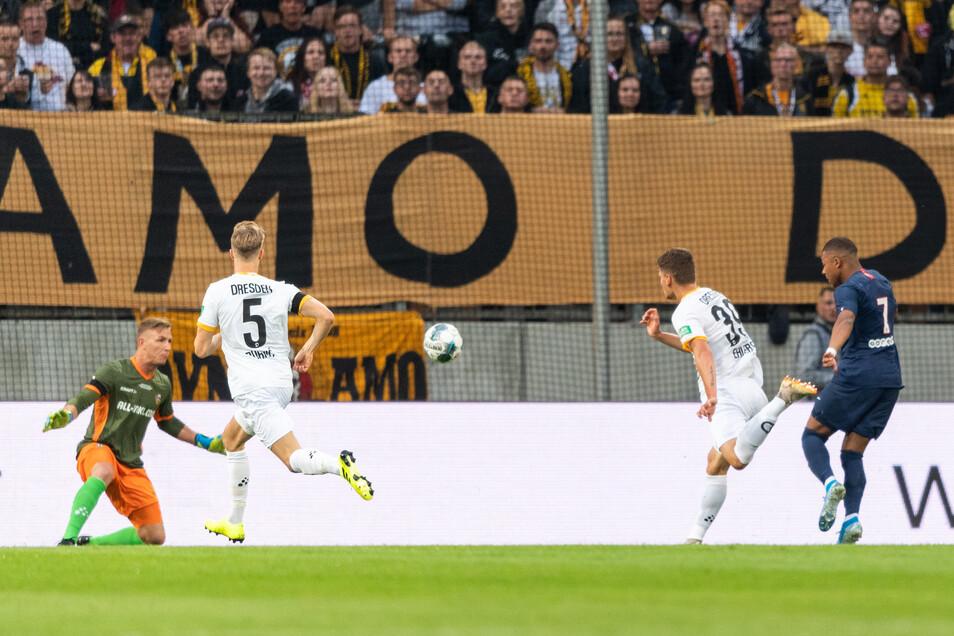 Den ersten Treffer machte der 20-Jährige nach einem Fehlpass von Dzenis Burnic (Nr. 5).