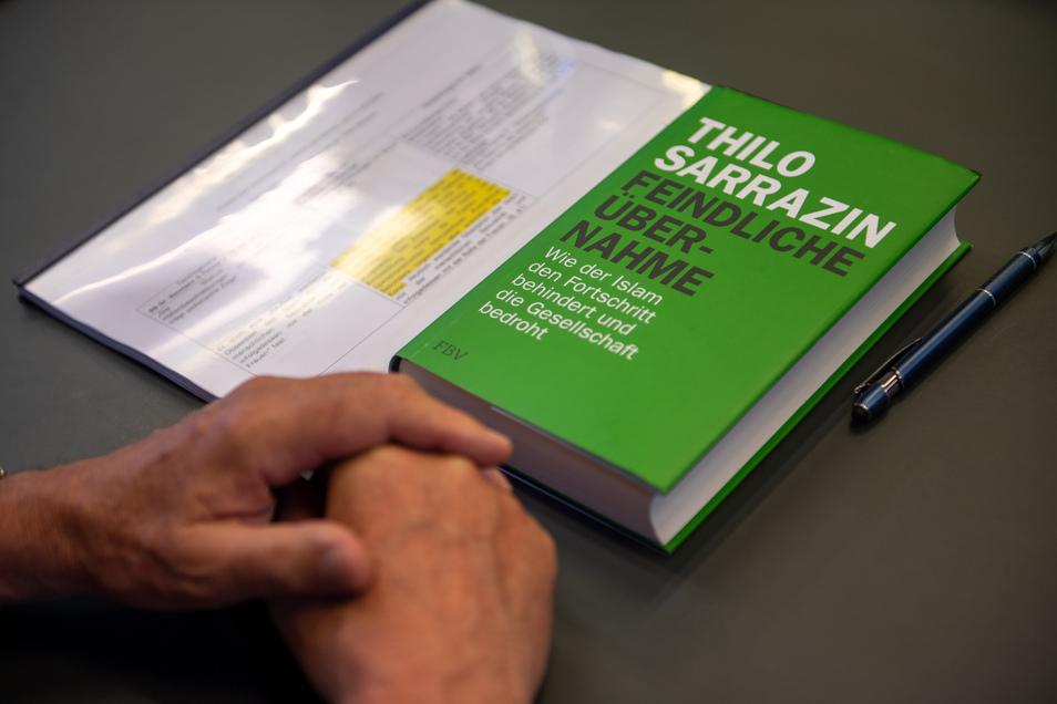 """Das Buch """"Feindliche Übernahme"""" gehört zu Thilo Sarrazins kritisierten Werken."""