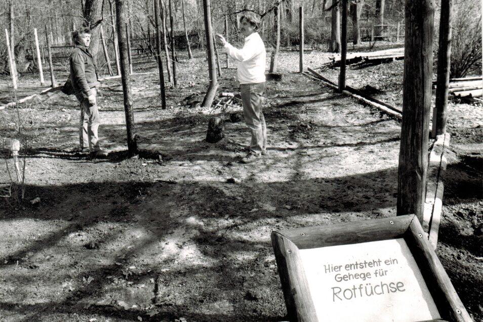 Nach der Wende mussten die Gehege erneuert werden. 1995 entstand auch ein neues Gehege für die Rotfüchse.