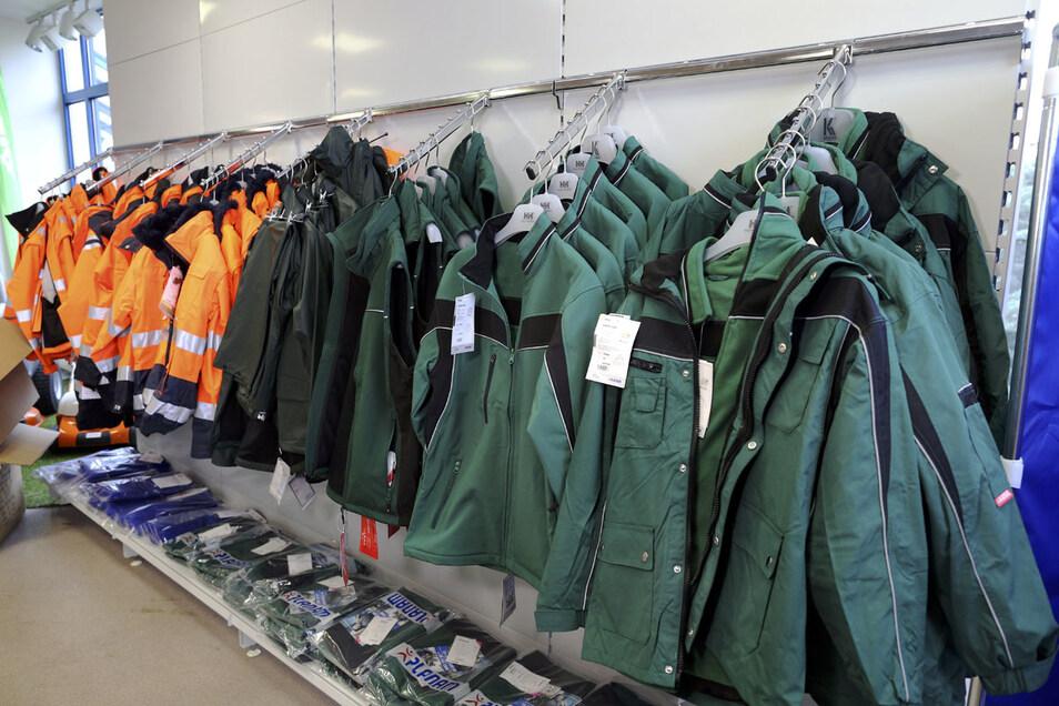 Arbeitskleidung muss nicht nur sicher, sondern sollte auch bequem zu tragen sein.