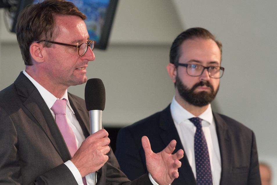Roland Wöller (CDU, l), Innenminister von Sachsen, und Sebastian Gemkow (CDU), Justizminister von Sachsen.