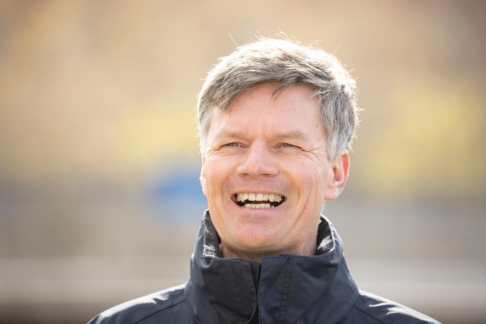 Ulrich Däuber führt die Monarchs seit August 2017 als Cheftrainer der. Jetzt sind die Dresdner deutscher Meister.