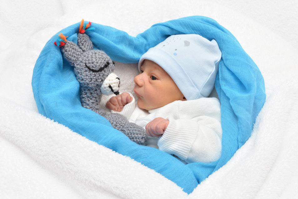 Konstantin Lochner, geboren am 21. Januar, Geburtsort: Städtisches Klinikum Dresden-Neustadt, Gewicht: 3.110 Gramm, Größe: 48 Zentimeter, Eltern: Viktoria und Robert Lochner, Wohnort: Ottendorf-Okrilla
