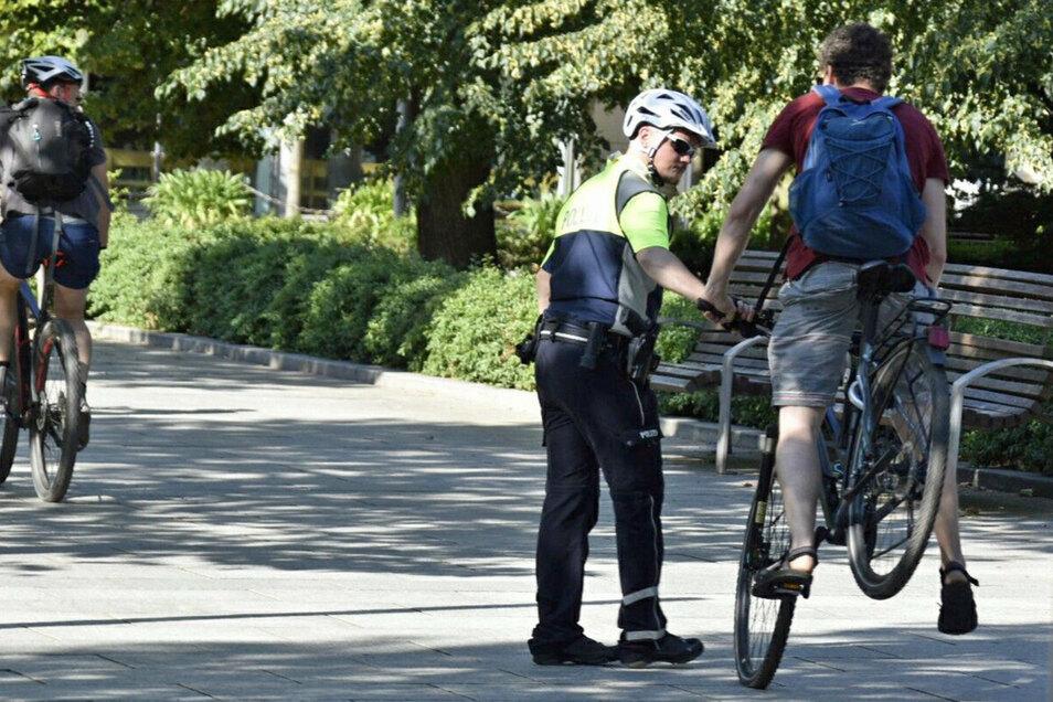 Gewagtes Bremsmanöver: Für manche Verkehrsteilnehmer kam die Polizeipräsenz völlig überraschend.