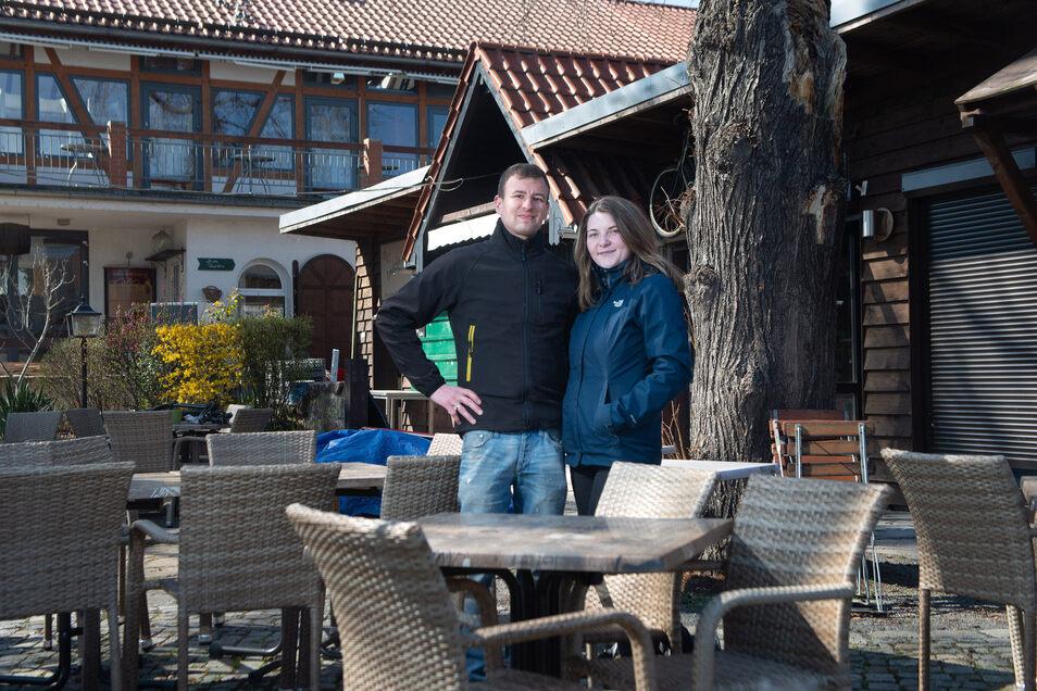 Robert Gutsche und Selma Hohenstein betreiben den Biergarten an der Elbterrasse Laubegast. Noch wird dort umgebaut.
