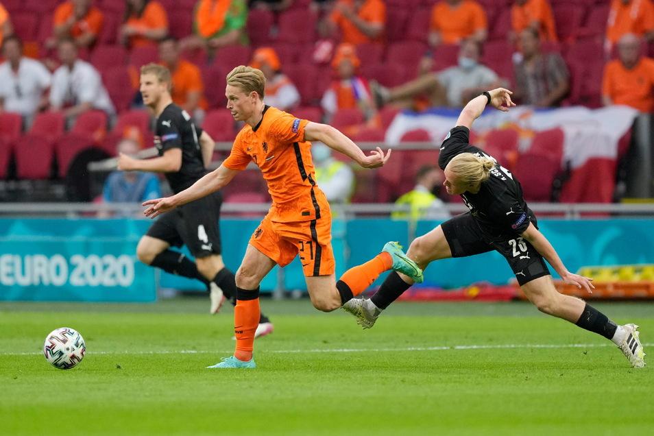 Frenkie de Jong (M) von den Niederlanden hat schönes Haupthaar.