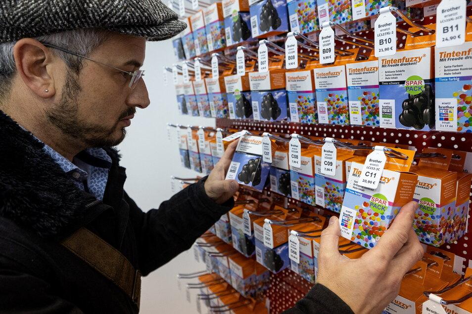Der virtuelle Verkäufer lotst den Kunden an diejenigen Stellen im Regal, wo die gewünschten Produkte lagern.