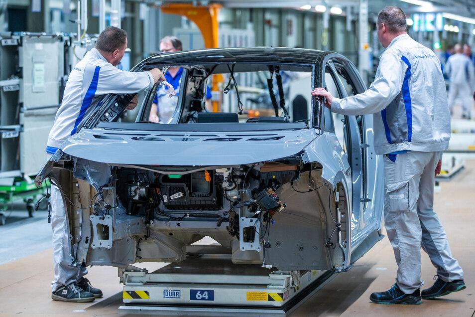 Die Autoindustrie und deren Zulieferer, wie hier VW in Zwickau, investieren viel.