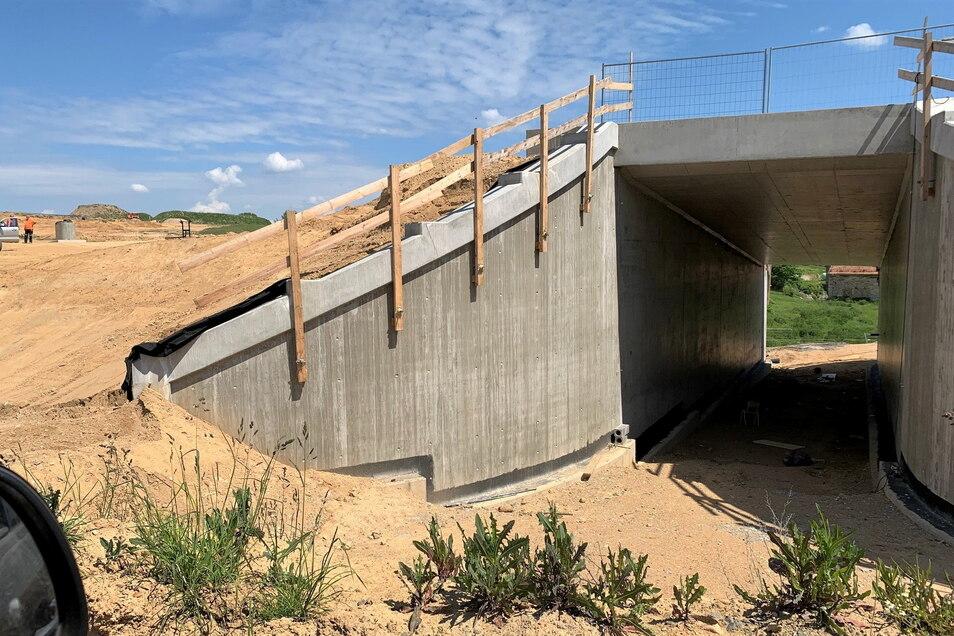 Tunnel neben dem Lindigt-Gut: Wirtschaftsweg für Landwirte.