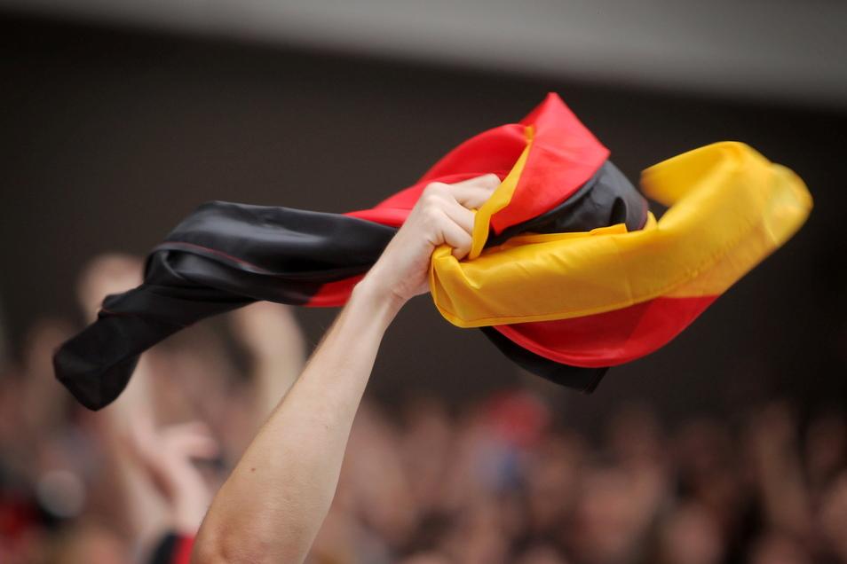 Am Freitag beginnt die Fußball-EM. In Sachsen können höchstens 1.000 Personen zusammen schauen.