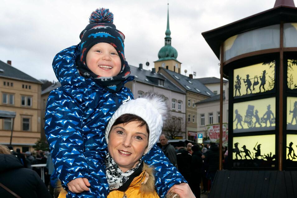 Ein Bild von der Tannert-Weihnacht in Sebnitz 2019: Wird es 2020 einen Weihnachtsmarkt mit dem traditionellen Schattenspiel geben?