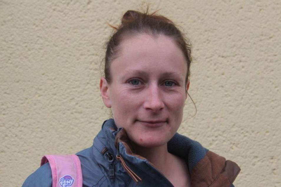 Christiane Gromatzki (35), Pferdewirtin, Zschorna:Bei uns im Ort fehlen Fußwege und ein Spielplatz. Ganz schlecht sind die Busverbindungen. Wenn mein Sohn acht Stunden Unterricht hat, fährt kein Schulbus mehr bis zu uns und er muss von Hochkirch aus laufen.
