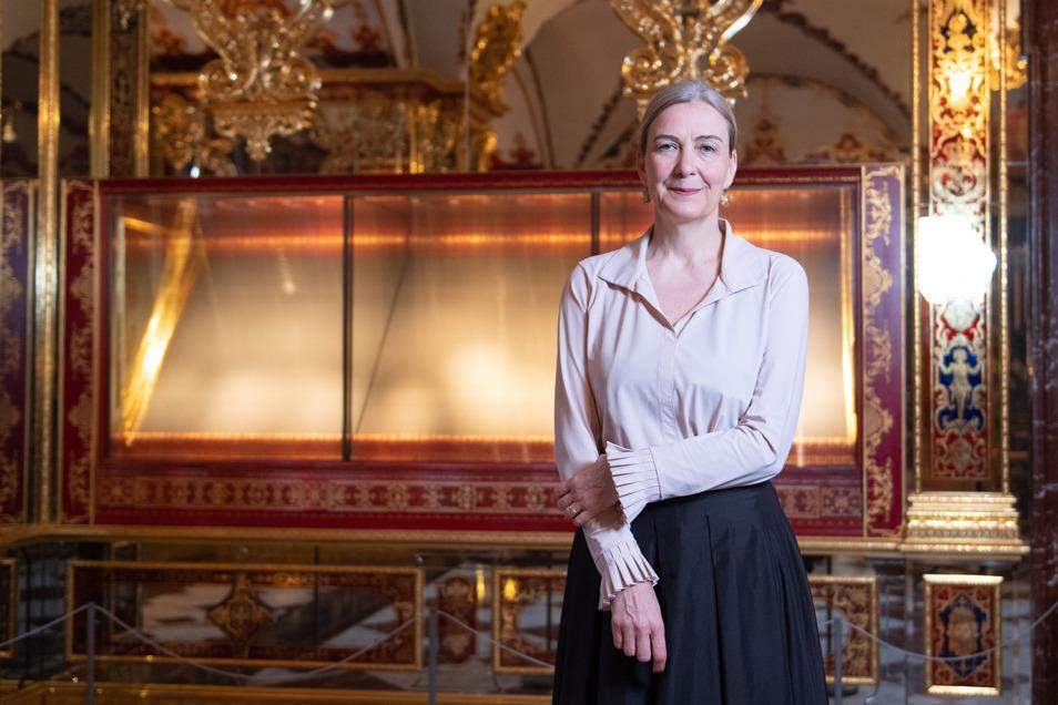 Marion Ackermann, Direktorin der Staatlichen Kunstsammlungen Dresden, vor der leeren Vitrine im Grünen Gewölbe im Dresdner Schloss.