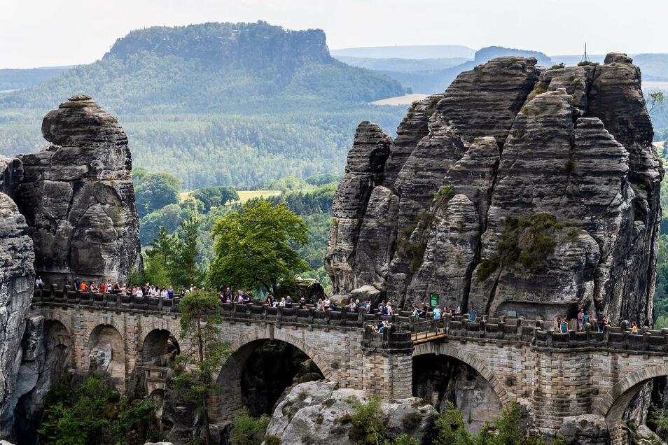 Gut besucht: Die Basteibrücke ist weiterhin ein Touristenmagnet.