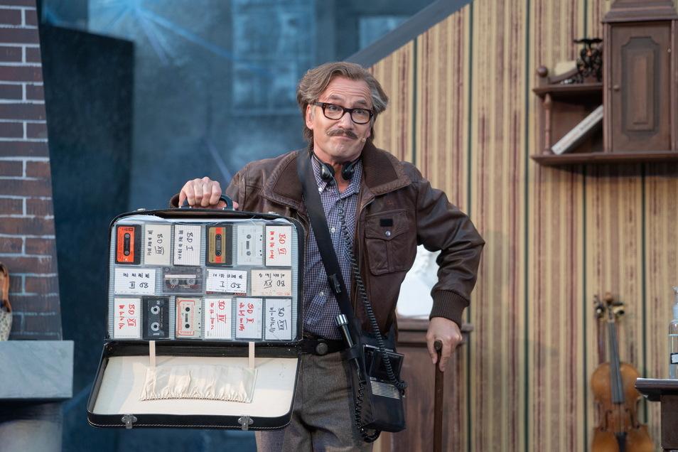 Mirko Brankatschk hat schon in 18 Theatersommern mitgewirkt. Diesmal spielt er Dr. Watson und sein Aufnahmegerät immer dabei.