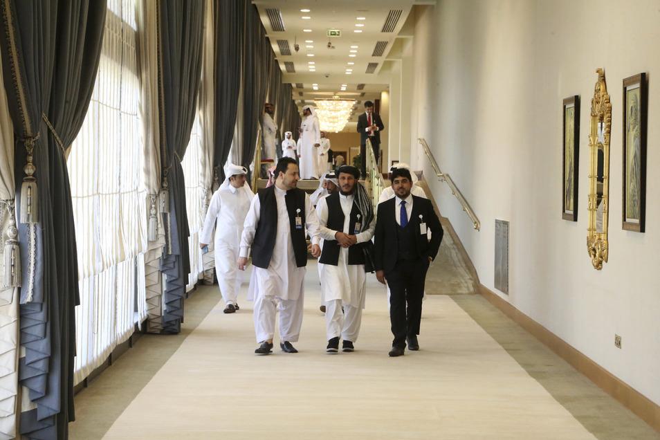 Afghanistans Taliban-Delegation trifft zur Unterzeichnung des Abkommens zwischen Taliban und den USA in Doha ein.