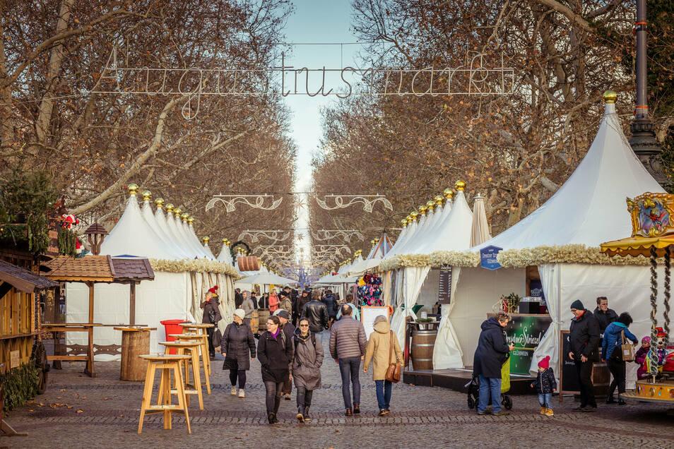 Der Weihnachtsmarkt auf der Hauptstrasse in der Neustadt.