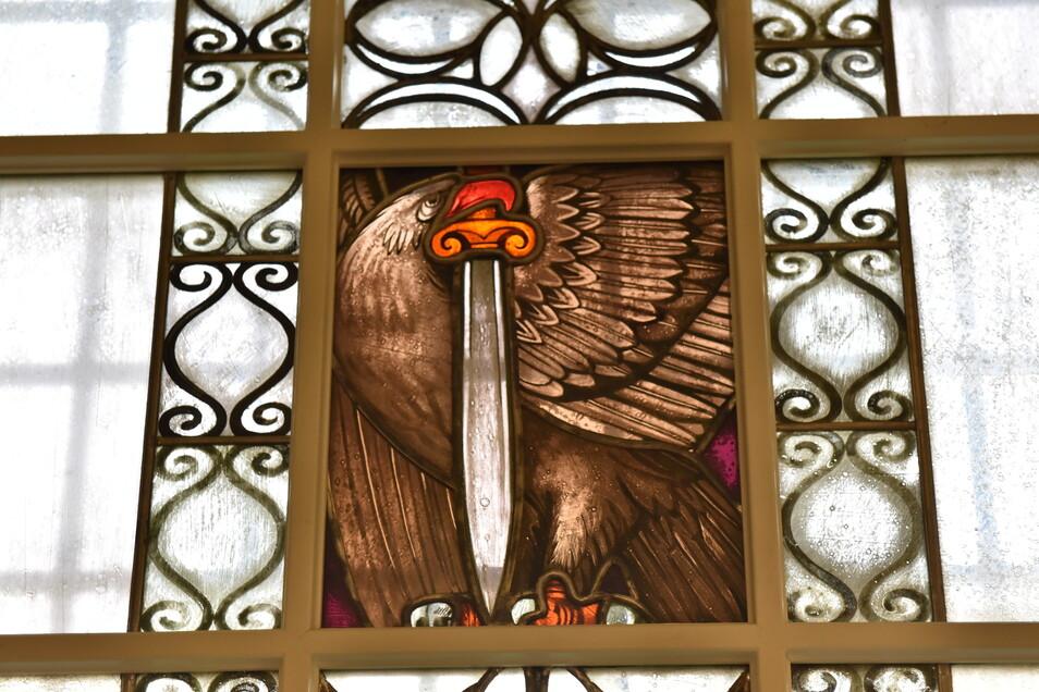 Eines der wiedergefundenen Fenster des Ratskellers. Es hatte in einer feuchten Kellerecke überdauert.
