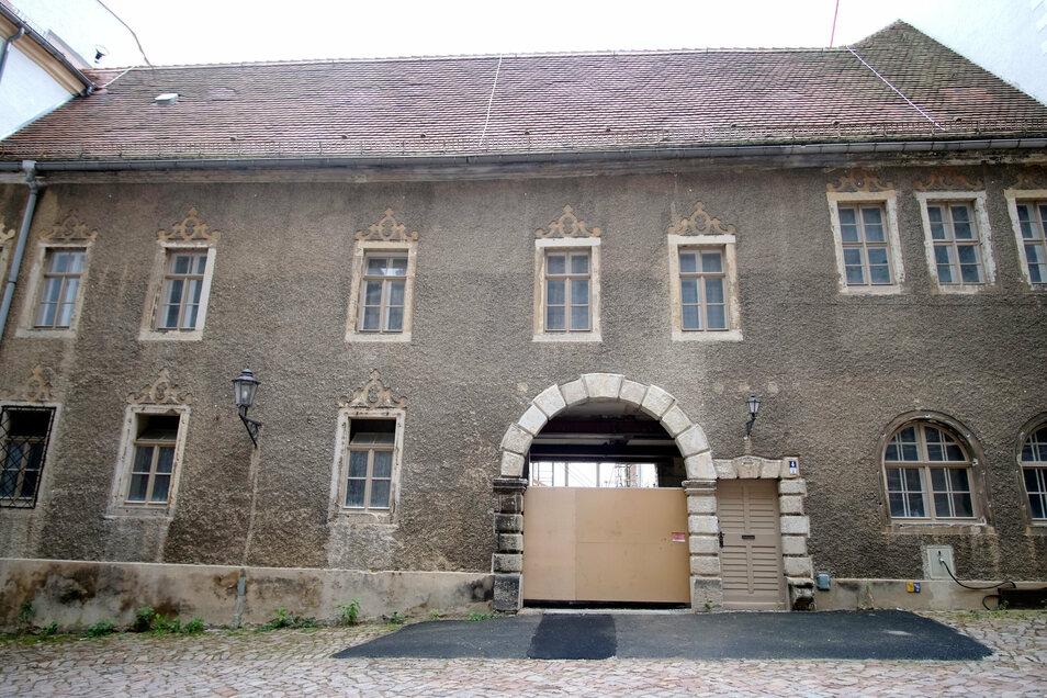 Von 1879 bis 1900 wurde das Gebäude zu einem Amtsgerichtsgefängnis umgebaut: 45 Zellen für insgesamt 100 Insassen. Bis in die 1960er-Jahre wurde das Gefängnis genutzt, danach verwaiste es.