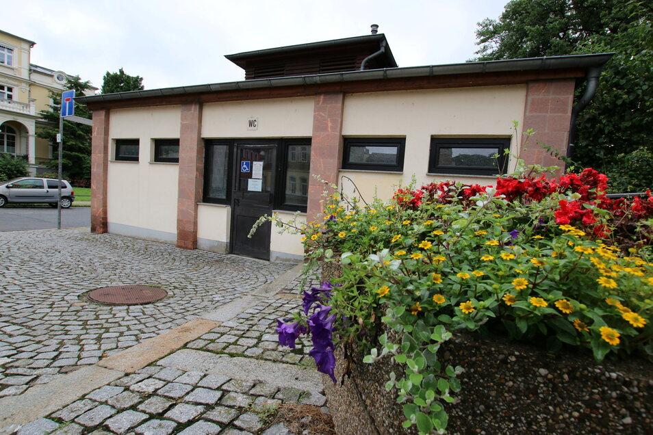 Außerhalb einer Einrichtung befindet sich die Toilettenanlage in Waldheim. Aber auch sie ist, wie alle anderen, nicht rund um die Uhr geöffnet.