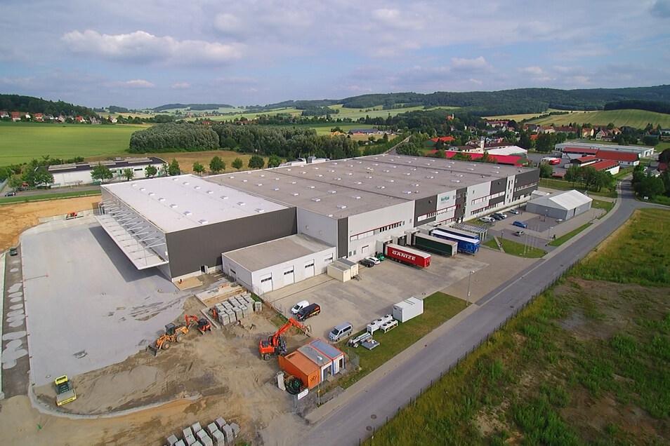 Veritas in Neustadt. Ein zweites Werk befindet sich im Ortsteil Polenz.