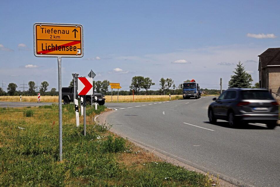 Am Ortsausgang nach Tiefenau bindet die Straße aus Richtung Heidehäuser ein. Ein Kreisverkehr soll diese Stelle sicherer machen.