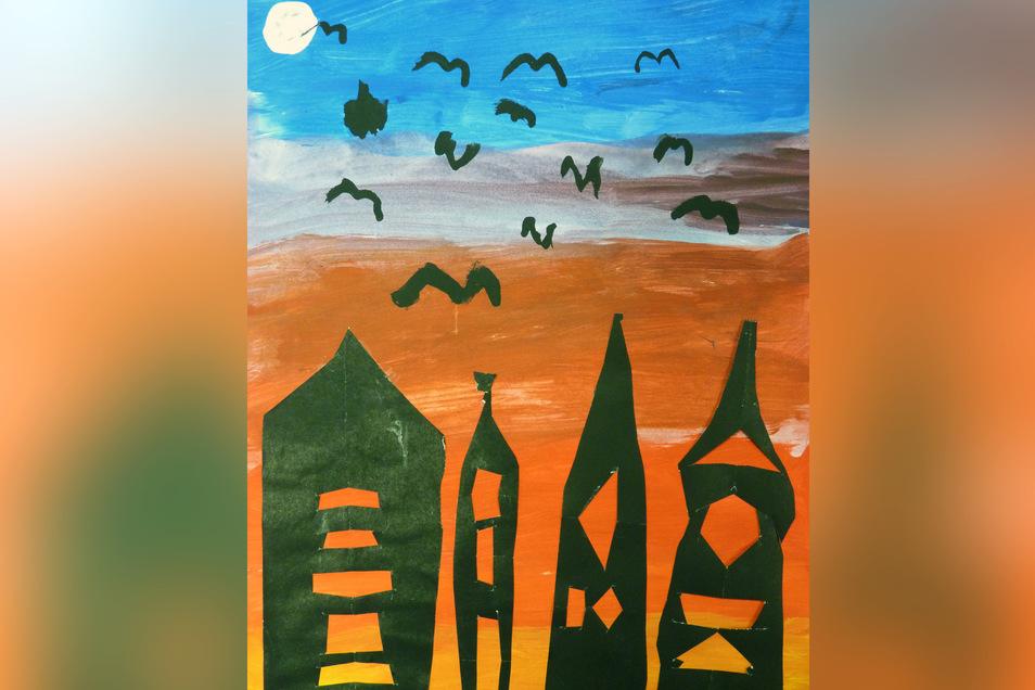 """""""Fledermauscity"""" heißt das Motiv von Sebastian Maurice El-Mahmoud, das in Mischtechnik entstanden ist. Der schaurig schöne Hintergrund wurde mit fließenden Farbübergängen angelegt. Mit einer Scherenschnitttechnik gestaltete er die Gebäude der besonderen A"""