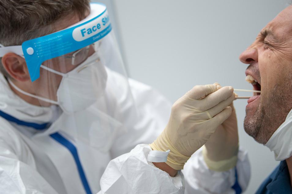 Im Landkreis Bautzen gibt es zwei neue Corona-Fälle. Die Betroffenen haben sich bei Reisen infiziert.