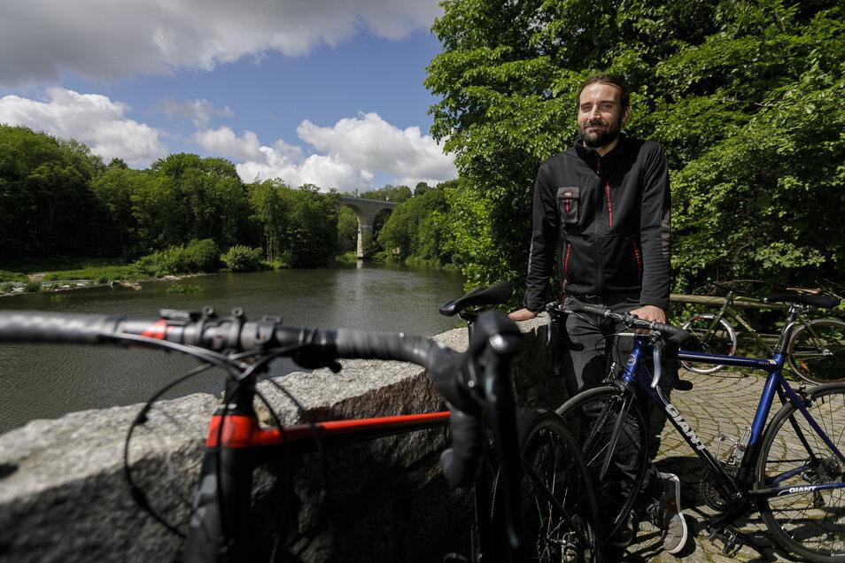 Pause mit Ausblick auf Neiße und Viadukt: Jeder zweite Gast der Obermühle von Jörg Daubner in Görlitz am Oder-Neiße-Radweg kommt mit dem Rad.