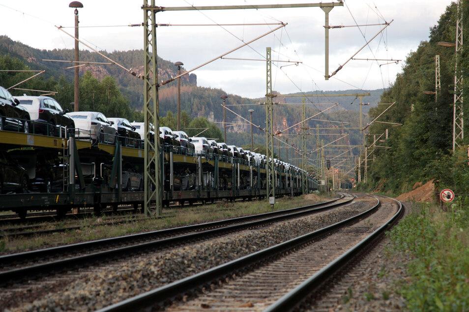 Es rollt wieder im Elbtal. Die Unwetterschäden an der internationalen Bahnstrecke Dresden - Prag sind teilweise beräumt.