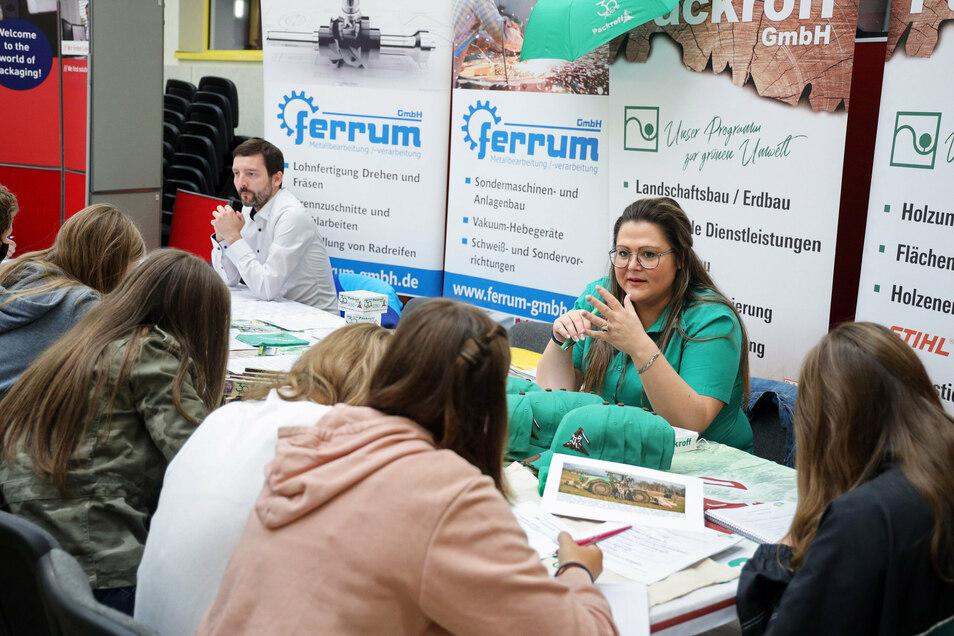 Mit der Ferrum GmbH und der Packroff GmbH stellten sich auch Firmen aus Elsterwerda an der Gröditzer Oberschule vor.