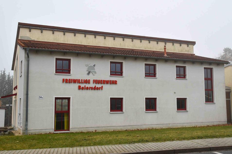 Unbekannte Einbrecher suchten in der Nacht zum Donnerstag das Feuerwehrdepot in Beiersdorf heim.