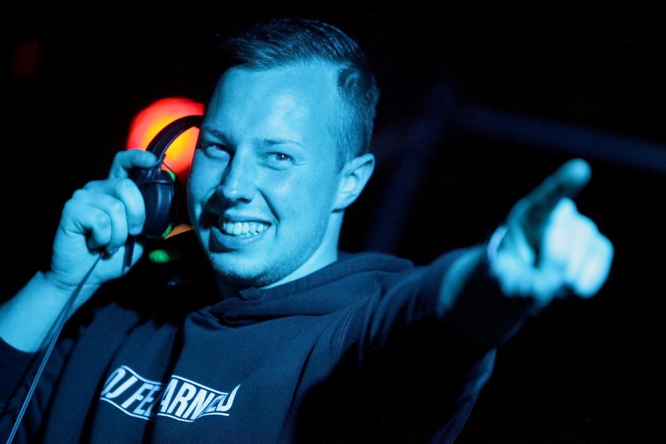 DJ Felix Arnold aus Pirna streamt dieses Wochenende aus der menschenleeren Toskana-Therme.
