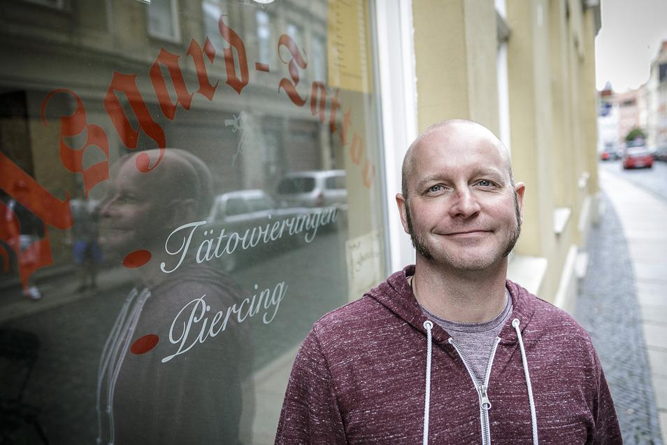Thomas Markert führt seit 21 Jahren ein Tattoo- und Piercingstudio in der Görlitzer Nonnenstraße.
