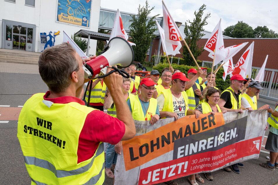 Zum zweiten Mal binnen zwei Wochen wurde auf dem Teigwaren-Betriebsgelände in Riesa gestreikt.